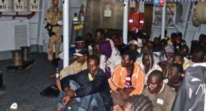 Sono sbarcati ieri mattina ad Augusta i 375 migranti, dopo l' avvistamento dall' elicottero di Nave Scirocco della MM